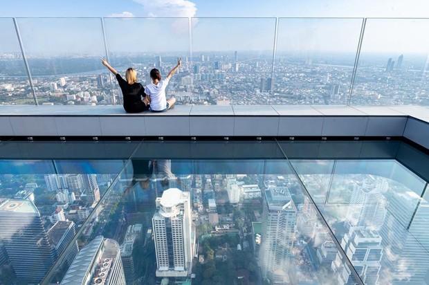 Prédio mais alto da Tailândia ganha deck de vidro surpreendente. 01507162153f3